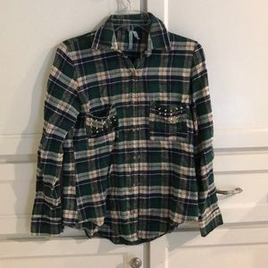 Tops - Green flannel with studs - size M